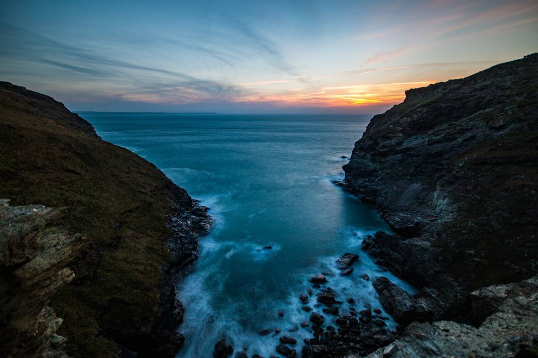 Sunset at Tintagel, Cornwall. #cornwall #england #coast #coastline #sea #ocean #sunset #sky #sea #clouds #beach #nature #view #water #photography #photooftheday #picoftheday